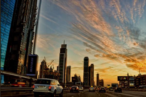 ドバイの交通風景